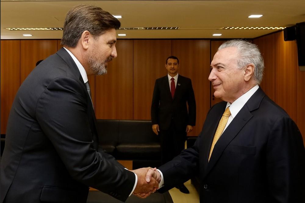 O diretor-geral da PF, Fernando Segovia, e o presidente Michel Temer, em imagem de novembro de 2017 (Foto: Marcos Corrêa/PR)