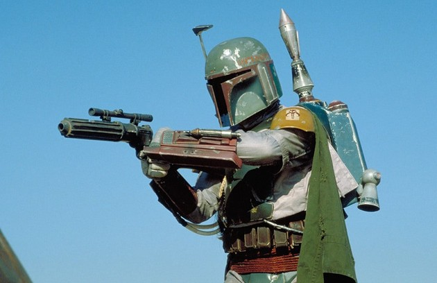 """O caçador de recompensas Boba Fett, que aparece na trilogia """"Star Wars"""", não é mencionado na série, apesar da sua semelhança com o protagonista. Em entrevista, o produtor Jon Fravreau comentou que Fett não é um mandaloriano de fato, mas um clone (Foto: Divulgação)"""
