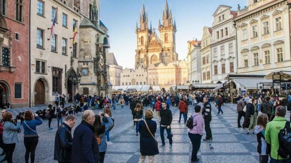 Praga está entre as cidades mais turísticas do mundo — Foto: Marc Dufresne/Getty Images via BBC