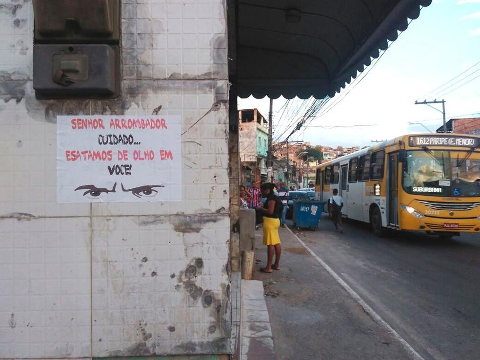 29d1db7c8 ... Moradores do bairro de San Martin espalharam cartazes para tentar  intimidar assaltantes — Foto  Arquivo