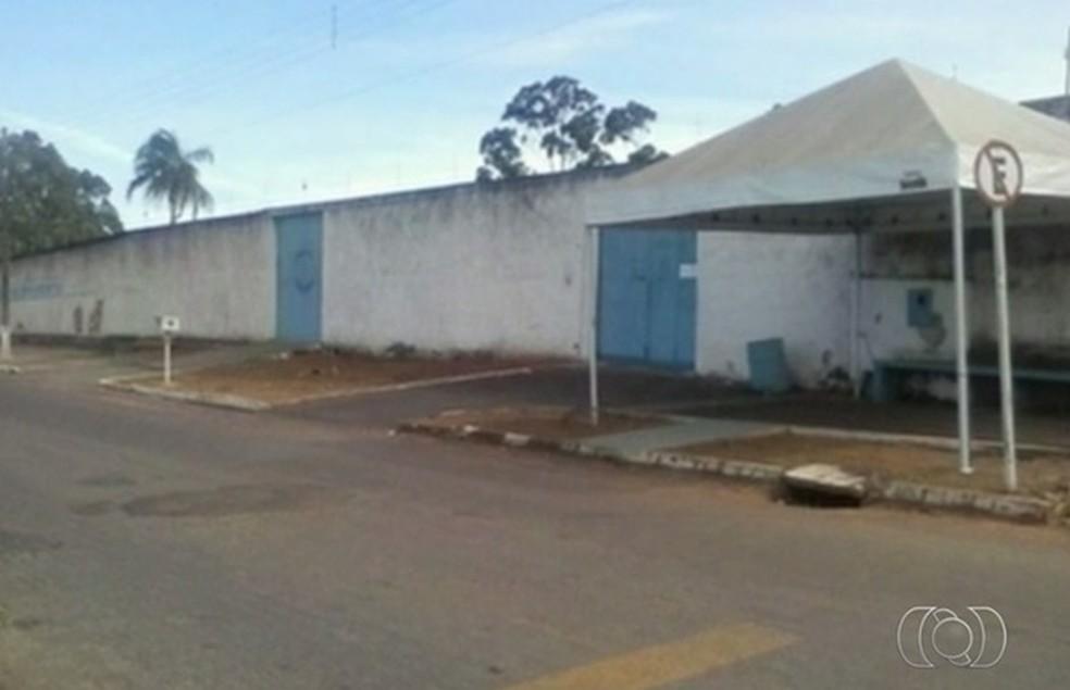 Presos armados rendem agentes e libertam detentos em Morrinhos, Goiás (Foto: Reprodução/TV Anhanguera)