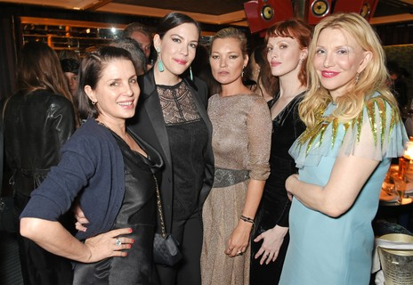 Sadie Frost, Liv Tyler, Kate Moss, Karen Elson e Courtney Love