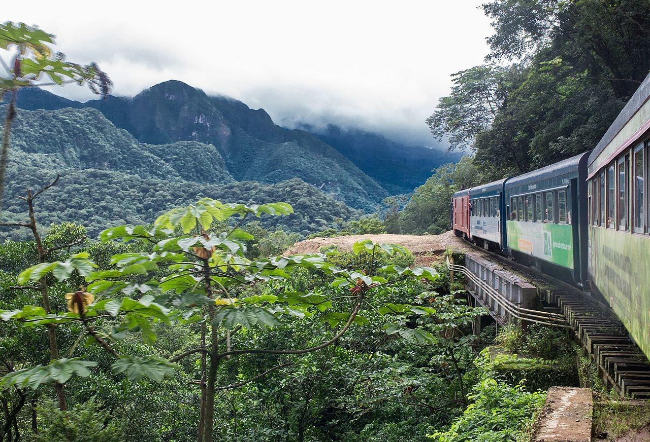 Estrada de Ferro Curitiba-Paranaguá passa pela Serra do Mar no Paraná (Foto: Simone Balster/Wikimedia Commons)