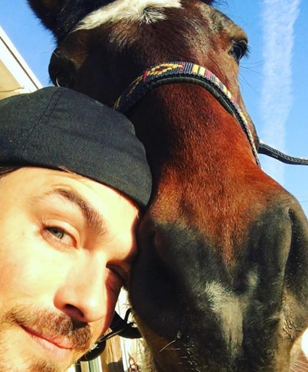 Ian Somerhalder e seu cavalo (Foto: Instagram/Reprodução)