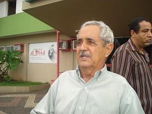 Seu Francisco visitou o cantor Pedro no hospital, em Goiânia (Foto: Versanna Carvalho/G1 GO)