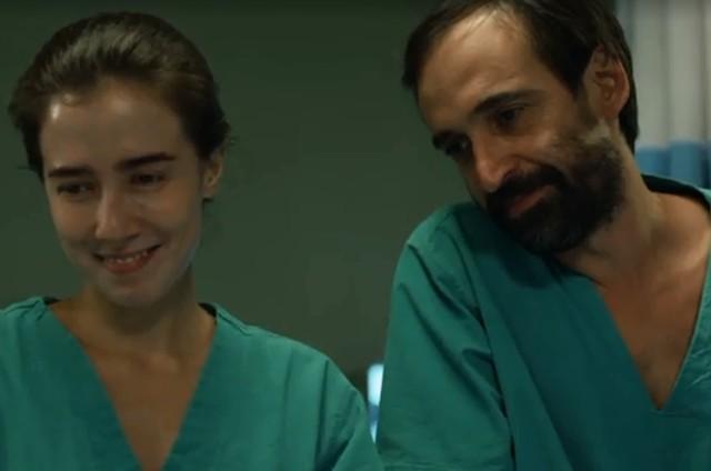 Marjorie Estiano e Julio Andrade em 'Sob pressão' (Foto: Reprodução)