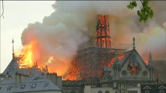 Últimos quadros da Catedral de Notre-Dame são retirados para restauração