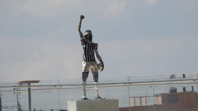 Estatua de Sócrates na Arena Corinthians