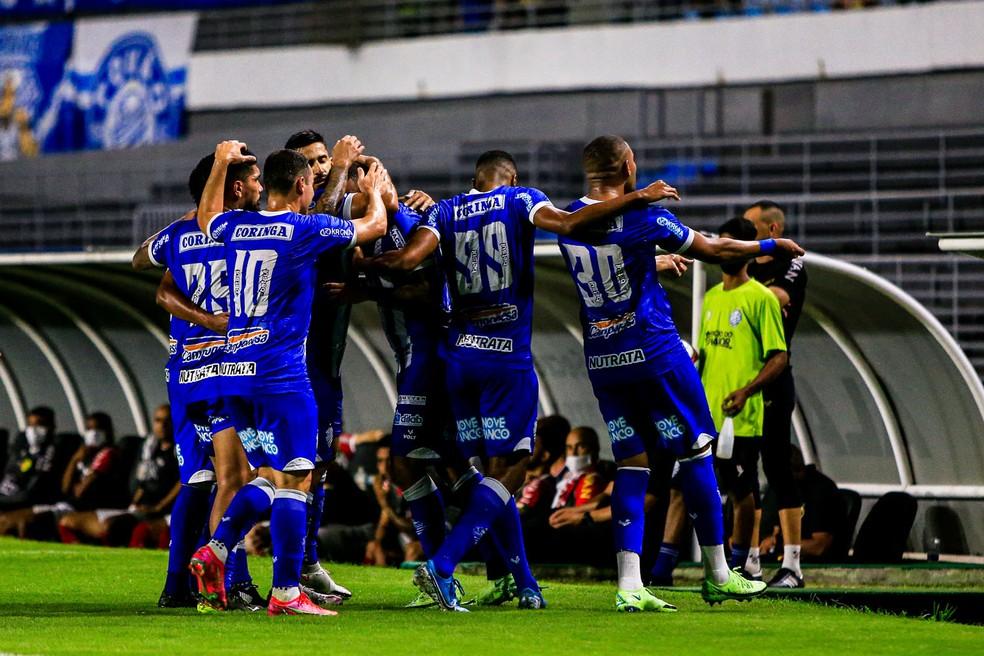 Azulão venceu cinco dos últimos seis jogos — Foto: Ailton Cruz/Gazeta de Alagoas