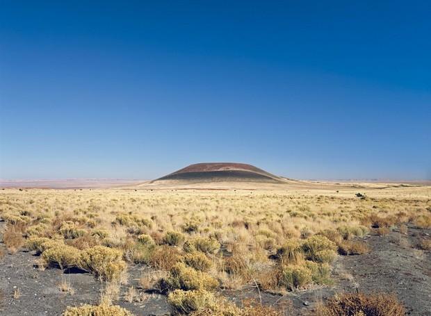 Um vulcão extinto no deserto do Arizona dá lugar ao observatório Roden Crater (Foto: Florian Rolzherr/ James Turrel Studio/Archdaily/ Reprodução)