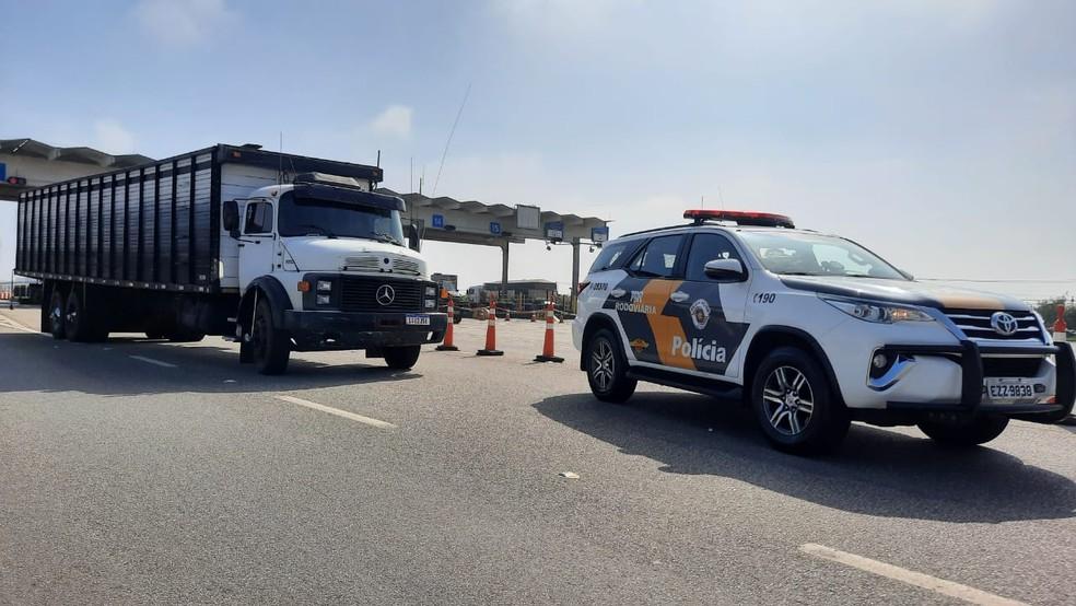 Caminhão boiadeiro com drogas foi abordado na Rodovia Castello Branco, em Boituva — Foto: Polícia Rodoviária/Divulgação