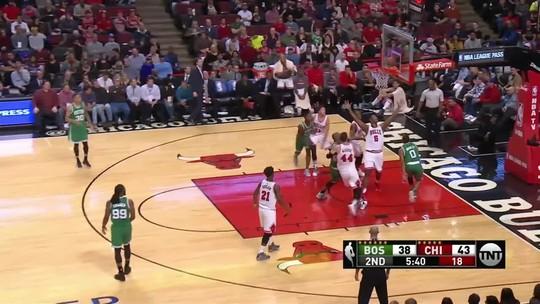 """Wade pede desculpas por gesto de """"degolador"""" durante vitória dos Bulls"""