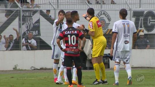 """Rodrigo é denunciado após """"dedada"""" e pode pegar até seis jogos de gancho"""