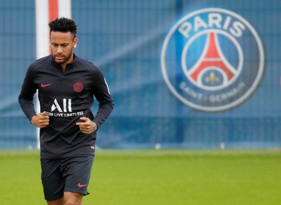 Neymar segue treinando no PSG enquanto no define futuro  Foto Reuters