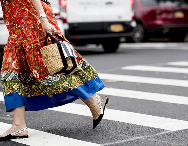A bolsa de palha é a principal tendência do verão (Foto: Imaxtree)