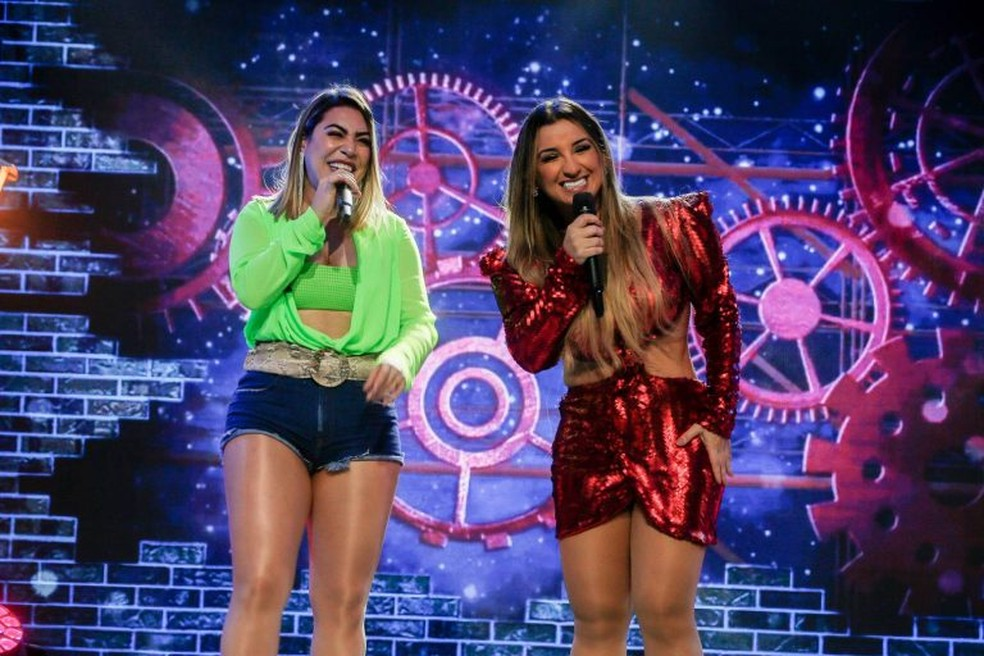 Cantoras Gil Mendes e Naiara Azevedo gravaram clipe de 'Boqueira' em Fortaleza — Foto: Camila Lima/SVM