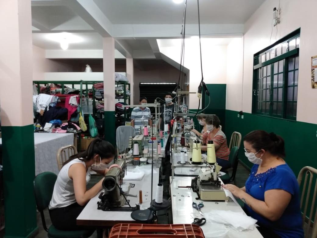 Costureiras fabricam máscaras de tecido e doam para hospitais e pacientes em MG