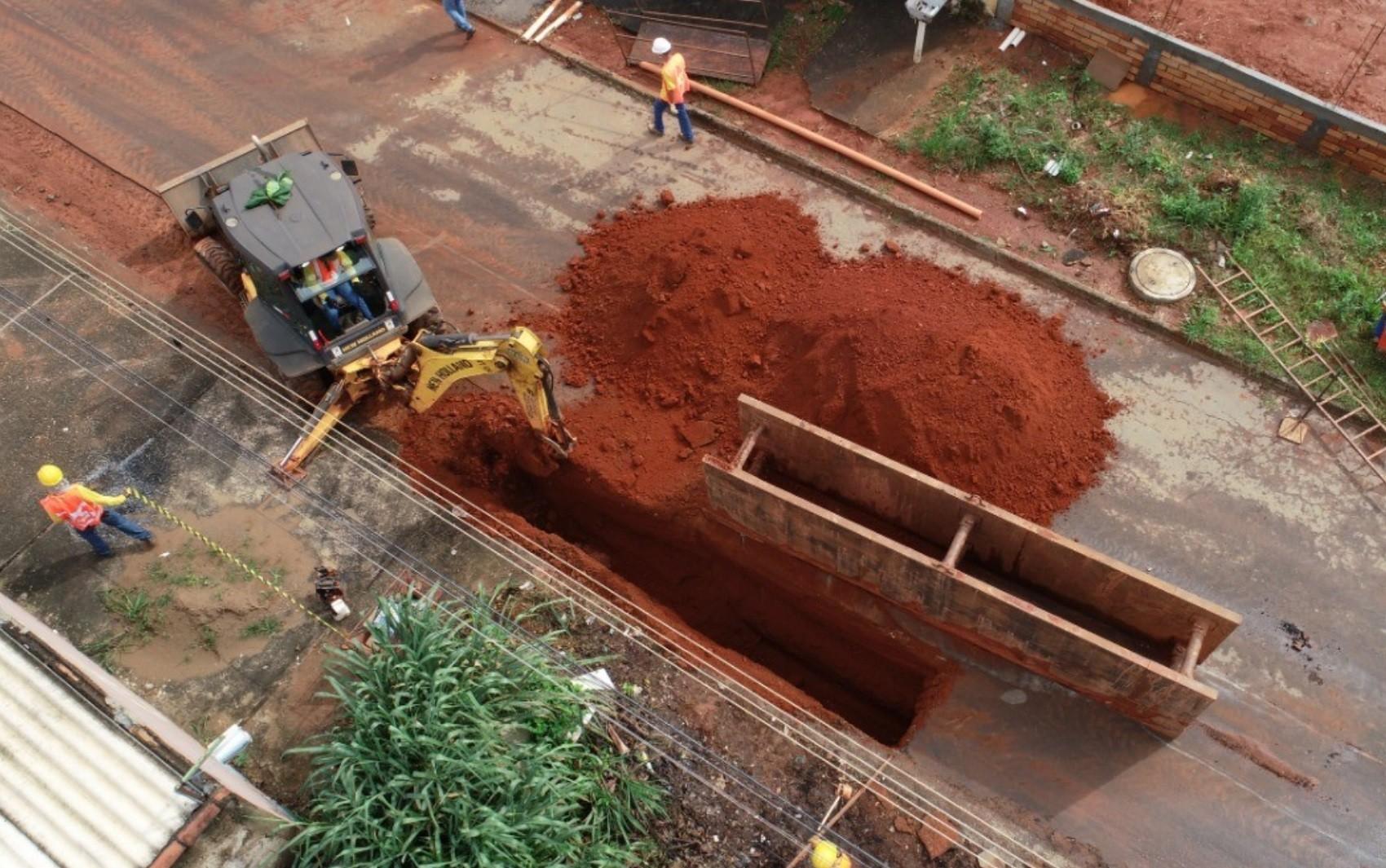 Obra de rede de esgoto deixa ruas interditadas em Aparecida de Goiânia; veja cronograma