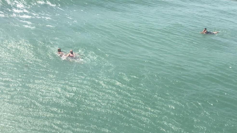Salvamentos ocorreram em praia do litoral paulista — Foto: Divulgação/Grupamento de Bombeiros Marítimo