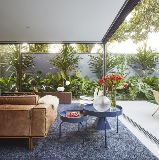 Uma casa integrada ao verde em plena cidade de São Paulo (Foto: Divulgação)