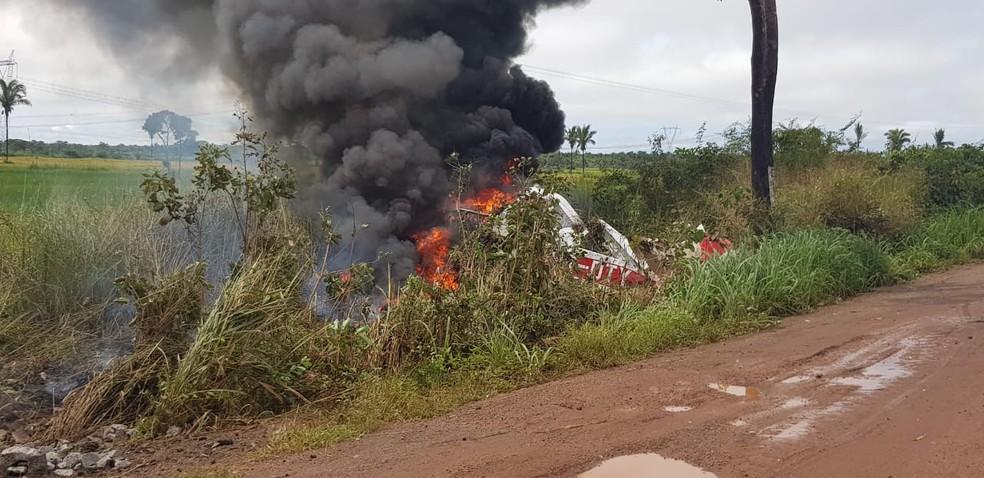 Avião cai e explode na BR-135 em São Mateus — Foto: Divulgação/Polícia