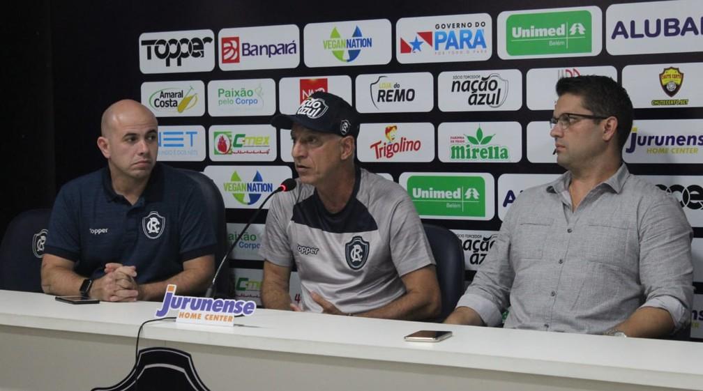 Márcio Fernandes foi apresentado ao lado dos diretores de futebol Dirson Neto e Paulo Mota Filho — Foto: Samara Miranda/Remo