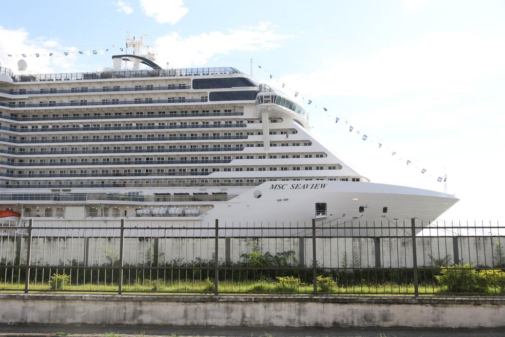 O MSC Seaview, maior navio da temporada brasileira, atracado noPorto de Santos, no litoral de São Paulo. — Foto: Marco Silva/Futura Press/Estadão Conteúdo