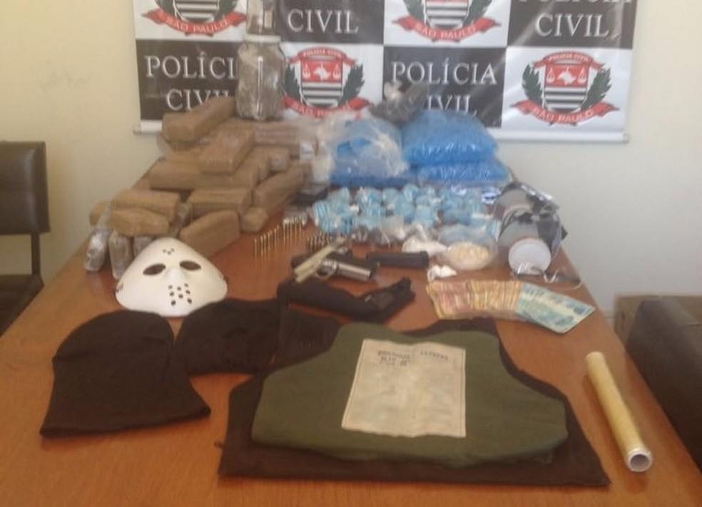 Casal é preso com 28 kg de drogas em Jacareí, SP (Foto: Divulgação/Polícia Civil)