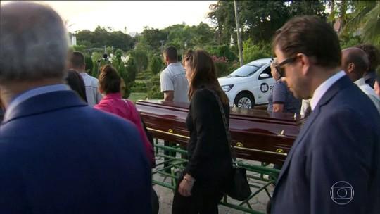 João Gilberto é enterrado em Niterói