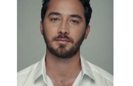 Na sexta-feira (24), Pierre (Gabriel Falcão), pretendente de Isabel (Giulia Gayoso), chega à Quinta. TV Globo