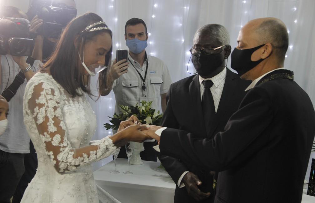 Casamento aconteceu dentro do Hospital de Cubatão, e planejamento foi realizado por equipes da unidade — Foto: Aderbau Gama/Arquivo Pessoal