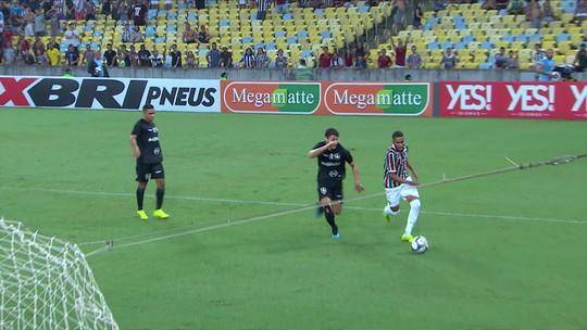 Análise: Diego Souza estreia bem, mas Botafogo é envolvido pelo Fluminense