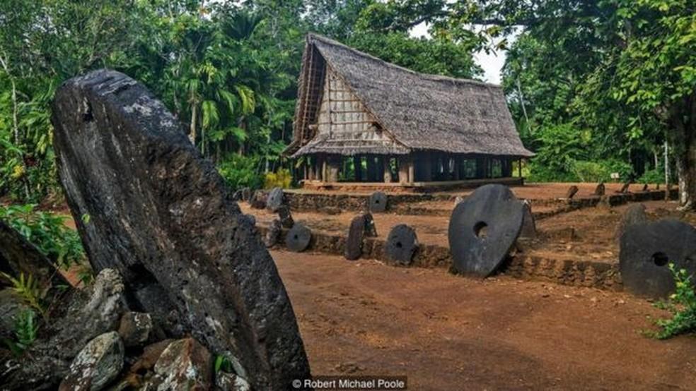 Não importa onde estão localizadas, os yapeses sabem de quem é cada pedra (Foto: Robert Michael Poole)