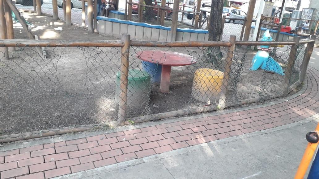 Após ataque de vândalos, praça em Cosme de Farias, em Salvador, é interditada pela prefeitura
