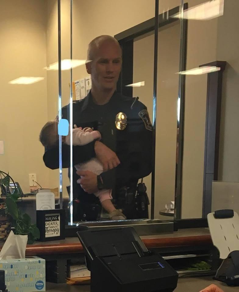 Policial Lofgran em serviço (Foto: Reprodução Facebook)