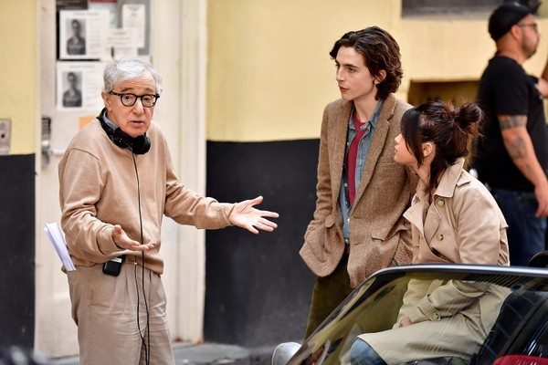 Woody Allen, travel by Timothe Chalamet and Selena Gomez on the set of
