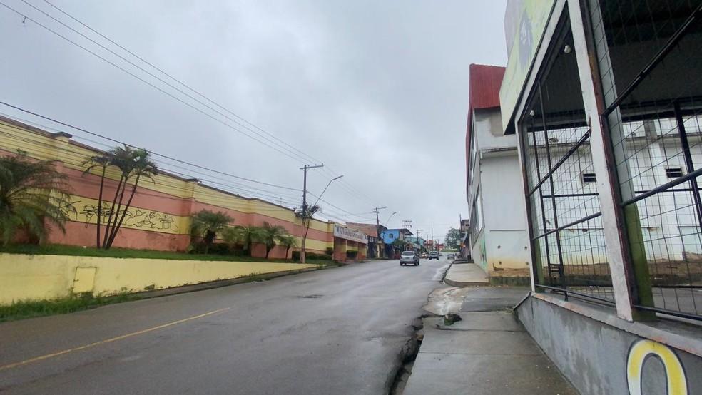 Fachada do estabelecimento onde ocorreu o crime, em Manaus; PM é considerado foragido — Foto: Patrick Marques/G1