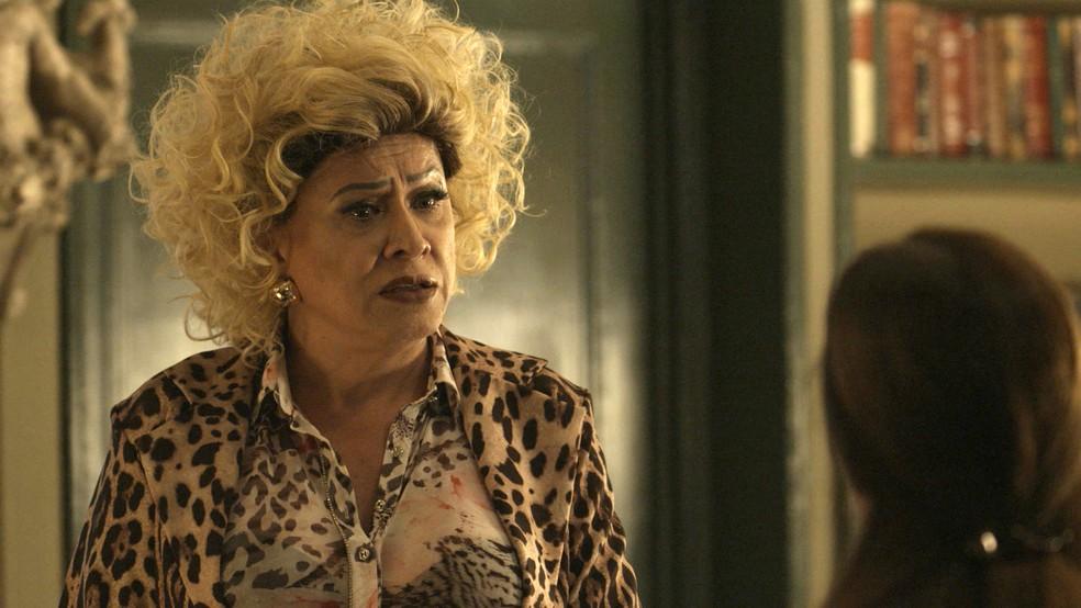 Marcos Paulo (Nany People) se surpreende com as revelações de Judith (Isabela Garcia) — Foto: Globo