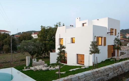 Casa modernista atualiza a paisagem rural de Portugal