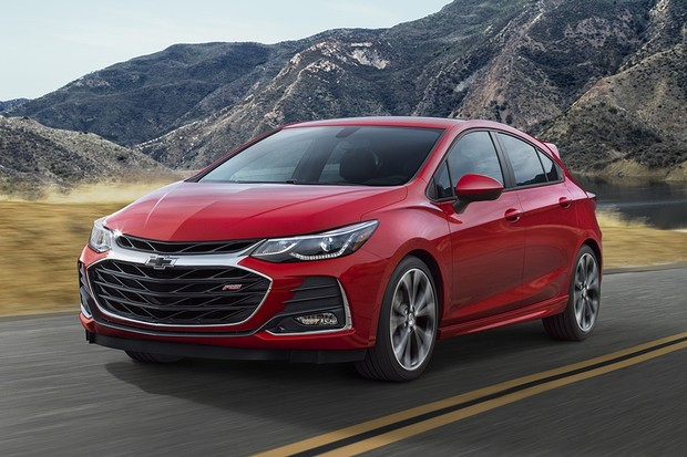 2019 Cruze Hatch RS' front fascia and grille is all-new. (Foto: Divulgação)