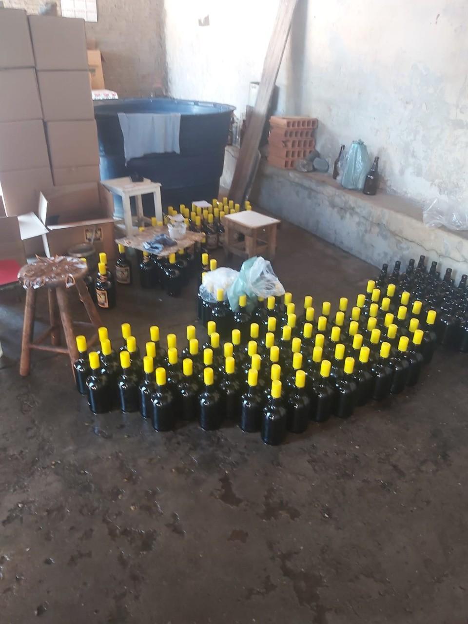 Mil garrafas de bebida são apreendidas pela Polícia Civil em Montes Claros