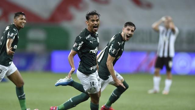 Gustavo Scarpa celebra el primer gol del Palmeiras