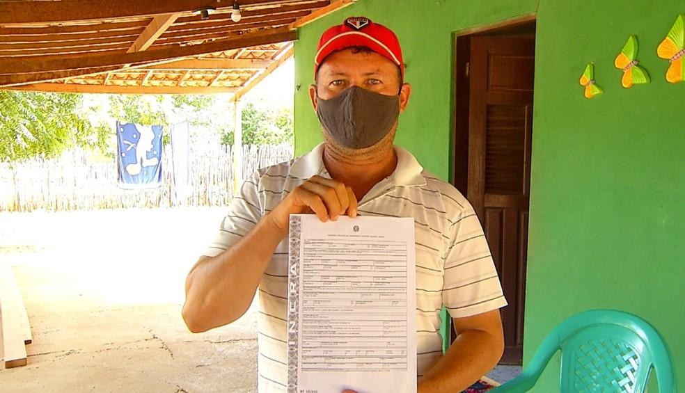 Posse da propriedade vai permitir a Ranieth Freire investir no plantio e na criação de animais — Foto: Reprodução/Inter TV Costa Branca