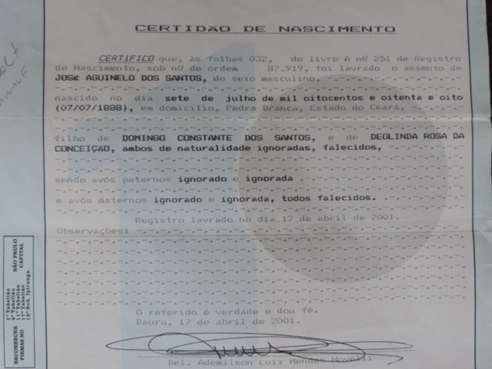 Certidão de José Aguinelo expedida em Bauru (Foto: Alan Schneider/G1/ Arquivo )