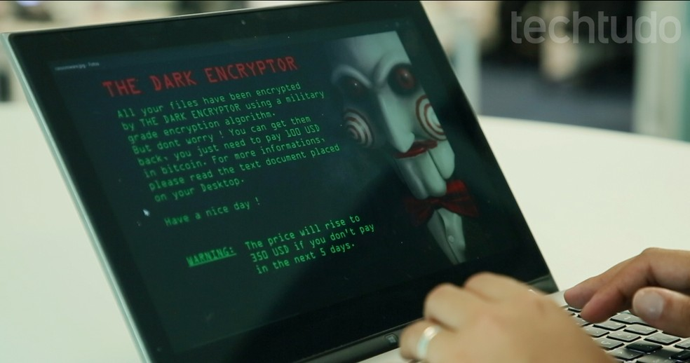 Computador infectado com ransomware — Foto: João Balbi/TechTudo