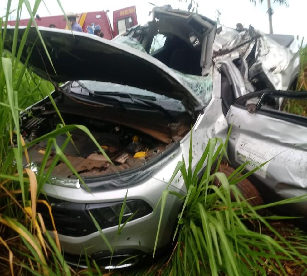 Carro de Prefeito de Américo de Campos ficou destruído após acidente — Foto: Arquivo Pessoal