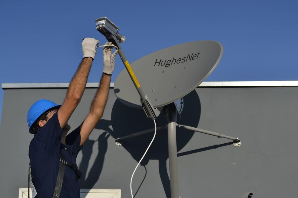 Internet via satélite necessita de antena parabólica para conexão — Foto: Divulgação/HughesNet