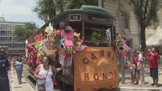 Carnabonde reúne mais de 10 mil foliões no Centro de Santos, SP