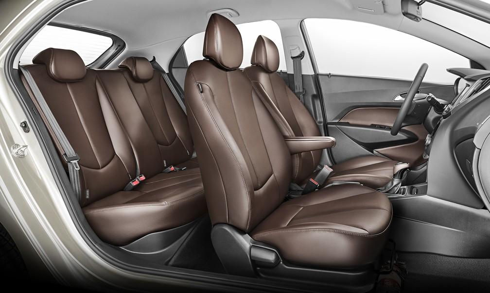 Hyundai HB20 Premium 2019 tem interior com couro marrom de série — Foto: Divulgação/Hyundai