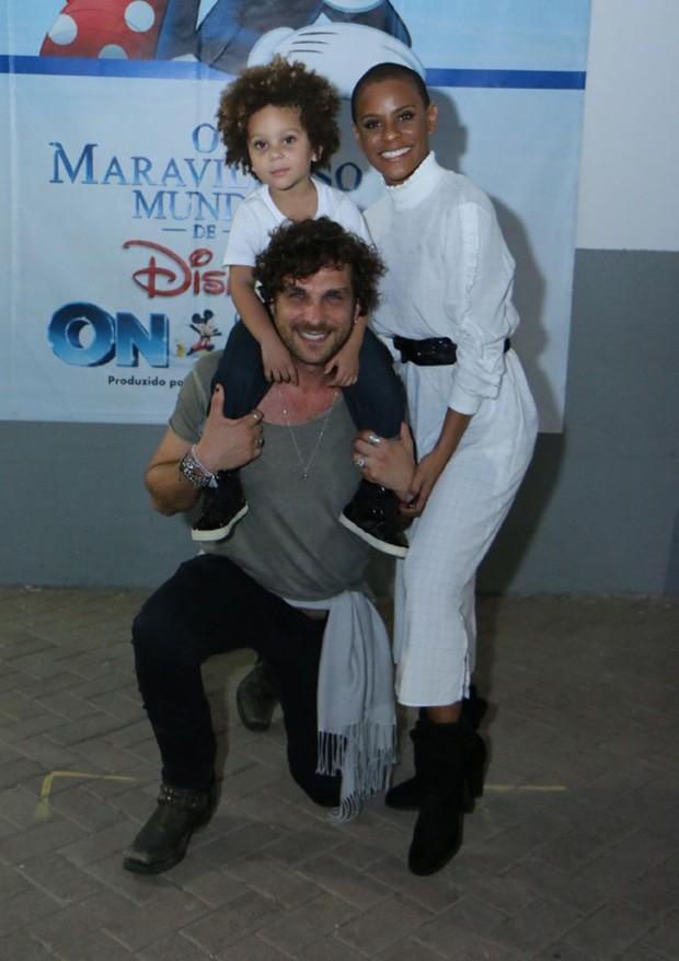 Aline Wirley e Igor Rickli com Antônio (Foto: Daniel Pinheiro/AgNews)